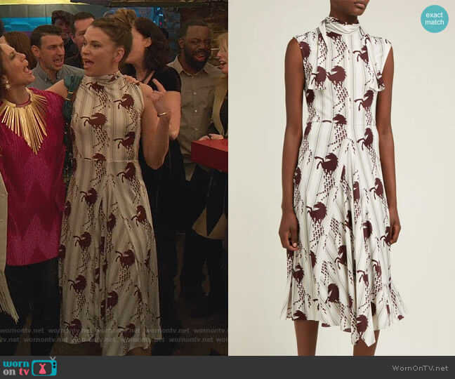 Little Horses-Print Panelled Cady Midi Dress by Chloe worn by Liza Miller (Sutton Foster) on Younger