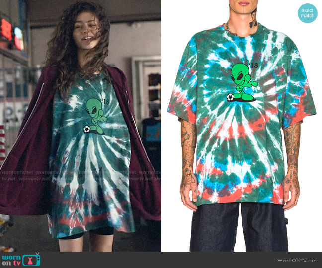 Gosha Rubchinskiy Oversized Alien T-shirt worn by Rue Bennett (Zendaya) on Euphoria
