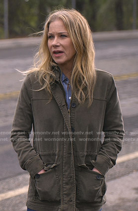 Jen's Khaki utility jacket on Dead to Me