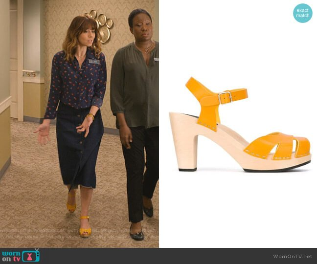 Suzanne Sandals by Swedish Hasbeens worn by Judy Hale (Linda Cardellini) on Dead to Me