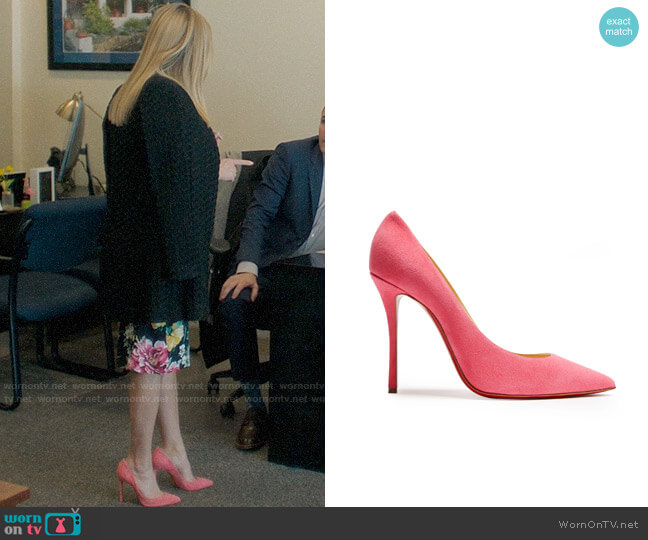Christian Louboutin Decoltish 115 suede pumps worn by Madeline Martha Mackenzie (Reese Witherspoon) on Big Little Lies