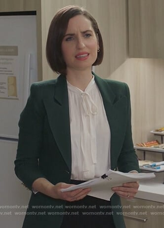 Jen's green blazer on Life in Pieces