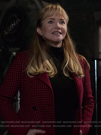Dorothy's red houndstooth blazer on Jessica Jones