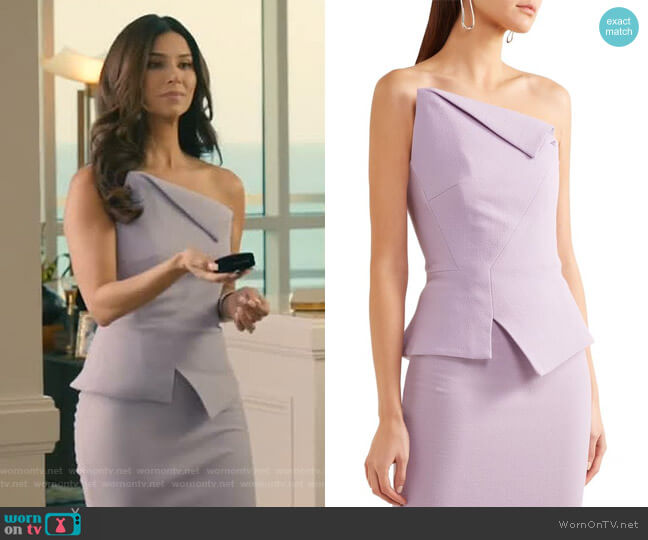 Leonard Top by Roland Mouret worn by Gigi Mendoza (Roselyn Sánchez) on Grand Hotel