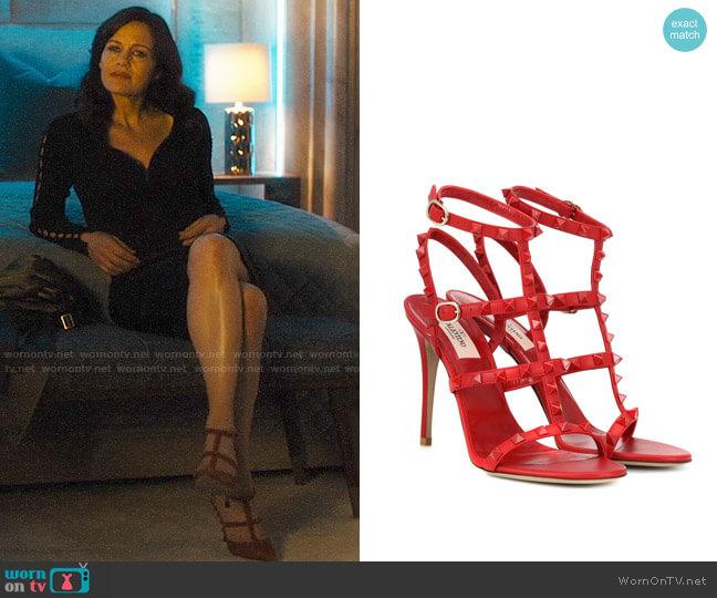 Valentino Garavani Rockstud Leather Sandals worn by Daisy Kowalski (Carla Gugino) on Jett