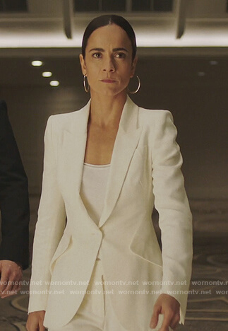 Teresa's white blazer on Queen of the South