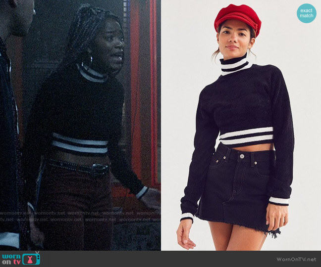 BDG Venus Turtleneck Chenille Sweater worn by Kym (Keke Palmer) on Scream
