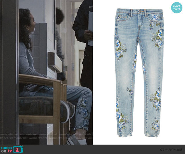 Skinny in Back to Nature by BlankNYC worn by Olivia Reynolds (Jessica Sula) on Scream