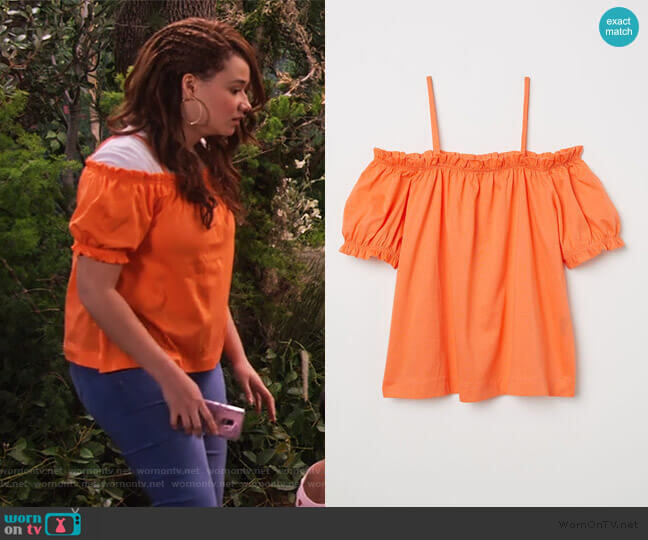 Off-the-shoulder Top by H&M worn by Jade (Talia Jackson) on Family Reunion