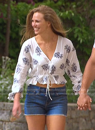 Hannah's white embroidered cropped top on The Bachelorette