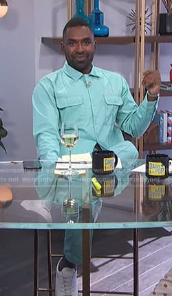 Justin's teal shirt and pants on E! News Daily Pop