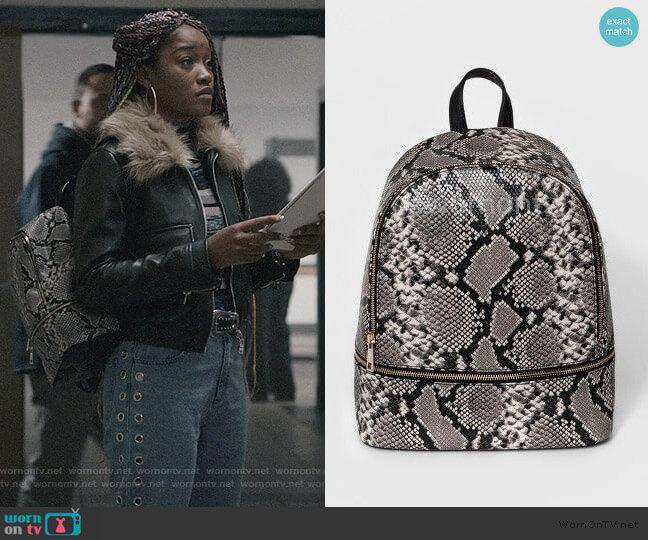 Snakeskin Print Bag by Mossimo worn by Kym (Keke Palmer) on Scream