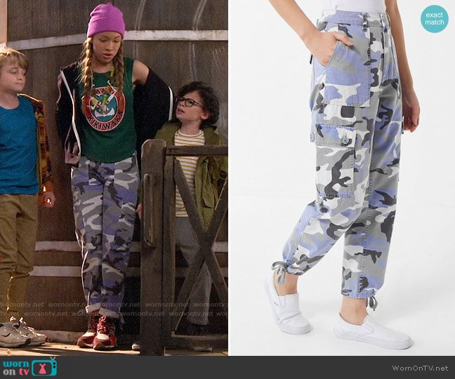 UO Authentic Camo Cargo Pants worn by Ava (Shelby Simmons) on Bunkd