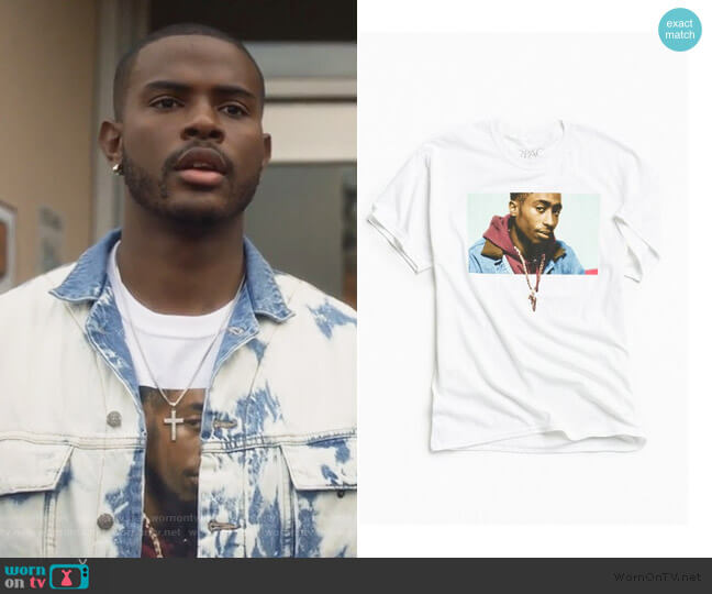 Juice X 2Pac Bishop Chain Tee by Urban Outfitters worn by Aaron Jackson (Trevor Jackson) on Grown-ish