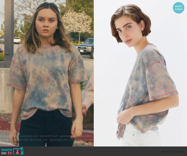 Boston Oversized Washed Tie-Dye Tee by Urban Outfitters worn by McKenna Brady (Liana Liberato) on Light as a Feather