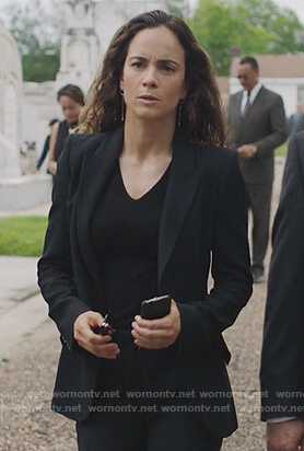 Kelly Anne's beige button crop top on Queen of the South