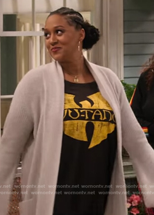 Cocoa's black Wu-Tang tee on Family Reunion