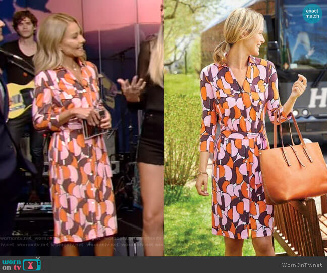 Brynn Dress in Discs by J.McLaughlin worn by Kelly Ripa  on Live with Kelly & Ryan