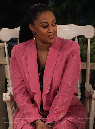 Cocoa's pink marbled blazer and pants on Family Reunion