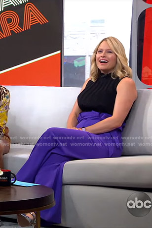 Sara's black top and purple pants on GMA Strahan And Sara