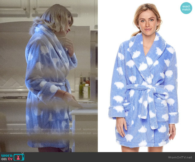 Sonoma Textured Plush Robe worn by Paris Jackson on Scream