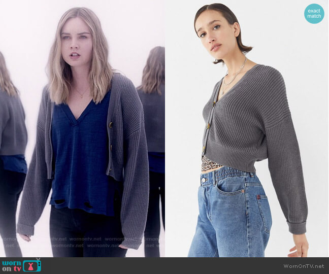 UO Kai Cropped Cardigan by Urban Outfitters worn by McKenna Brady (Liana Liberato) on Light as a Feather