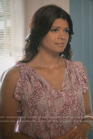 Xiomara's pink printed top on Jane the Virgin