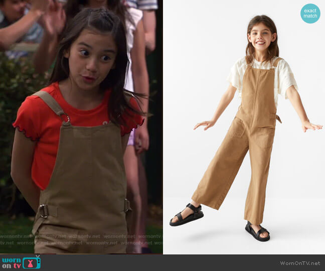Buckle Overalls by Zara worn by Gwen (Scarlett Estevez) on Bunkd