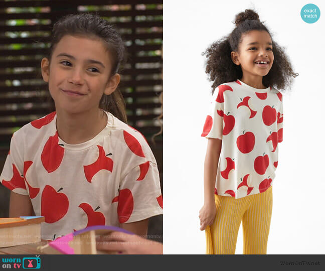 Apple Print Tee by Zara worn by Gwen (Scarlett Estevez) on Bunkd