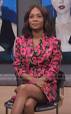 Zuri's floral blazer dress on E! News