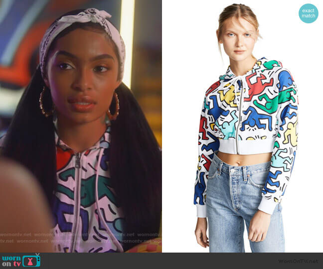 x Keith Haring Barron Cropped Wide Sleeves Hoodie by Alice + Olivia worn by Zoey Johnson (Yara Shahidi) on Grown-ish
