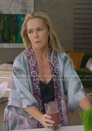 Jennie's blue floral robe on BH90210