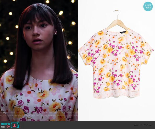 Printed Floral Blouse by & Other Stories worn by Molly (Lauren Lindsey Donzis) on No Good Nick