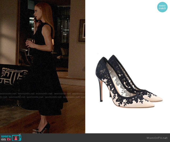Gianvito Rossi Giada Pumps worn by Donna Paulsen (Sarah Rafferty) on Suits