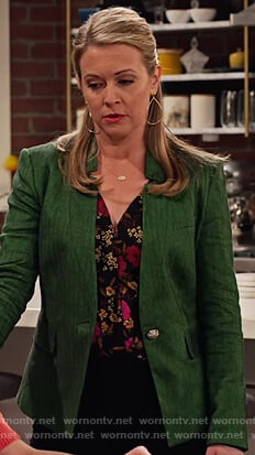 Liz's black floral blouse and green blazer on No Good Nick