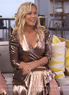 Jennie Garth's metallic wrap dress on E! News Daily Pop