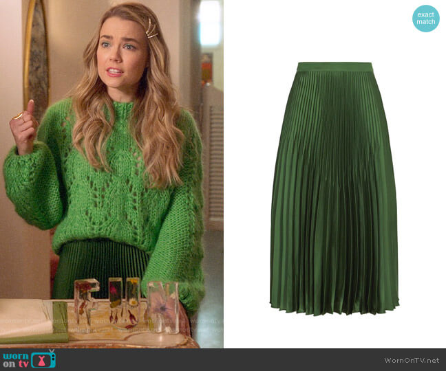 Reiss Isidora Dark Green Knife Pleat Skirt worn by Ainsley Howard (Rebecca Rittenhouse) on Four Weddings & a Funeral