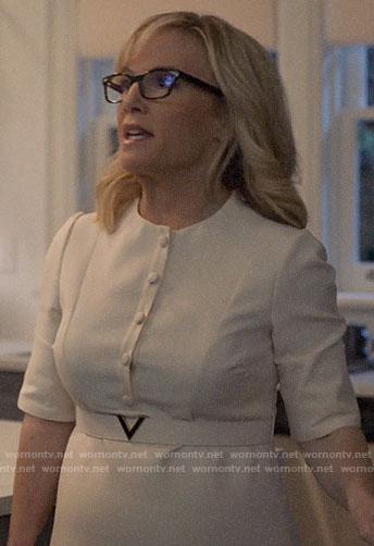 Sheila's white V belt dress on Suits