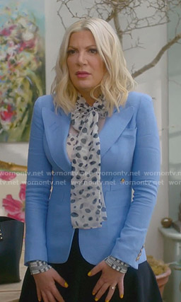 Tori's printed pussy-bow blouse and blue blazer on BH90210