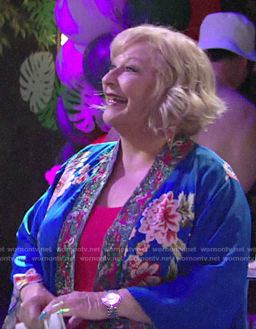 Traci's blue floral kimono on The Young and the Restless