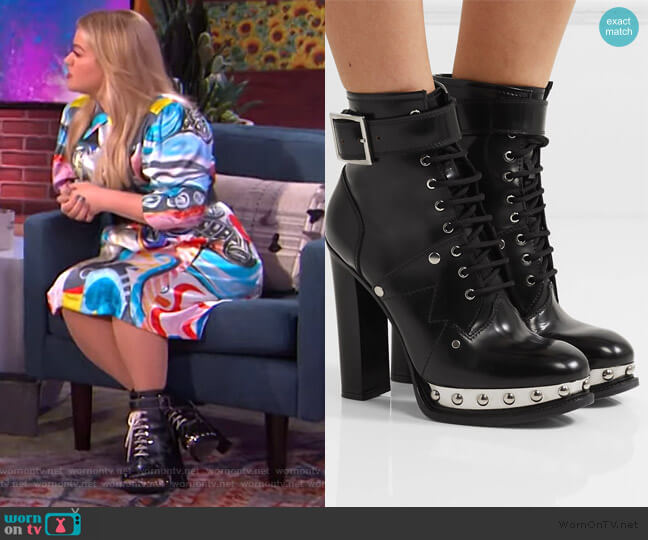 Studded leather ankle boots by Alexander McQueen worn by Kelly Clarkson  on The Kelly Clarkson Show