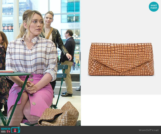 Crocodile-Stamped Large Patent Leather Clutch by Dries Van Noten worn by Kelsey Peters (Hilary Duff) on Younger
