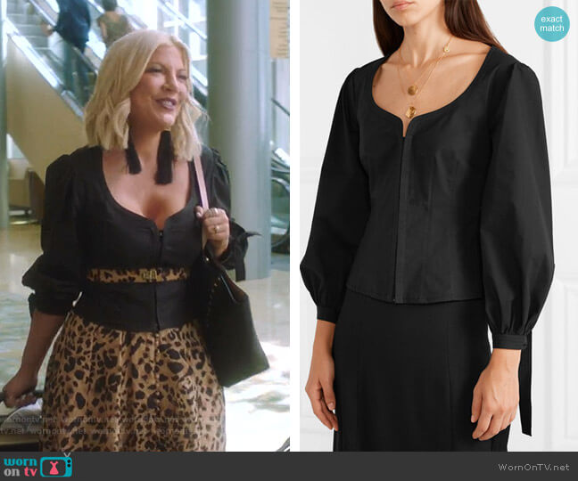 Tie-Eetailed Stretch-Cotton Poplin top by Proenza Schouler worn by Tori Spelling  on BH90210