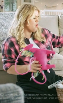 Kelly's pink plaid shirt on The Kelly Clarkson Show