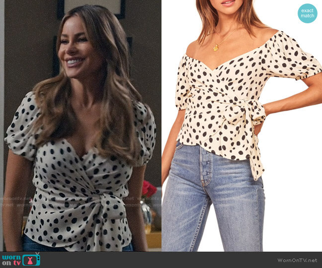 Reformation Lores Top in Ink Blot worn by  Gloria Pritchett (Sofia Vergara) on Modern Family