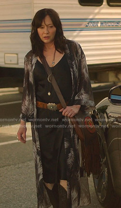 Shannen's black feather print kimono on BH90210