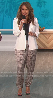 Carrie's gray snake print pants on The Talk