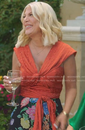 Tori's orange polka dot twisted top on BH90210