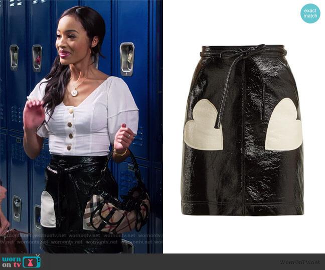 Heart-appliqué PVC skirt by Alexa Chung worn by Magnolia Barnard (Erinn Westbrook) on Insatiable