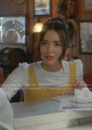 Bess's white ruched sleeve tee on Nancy Drew